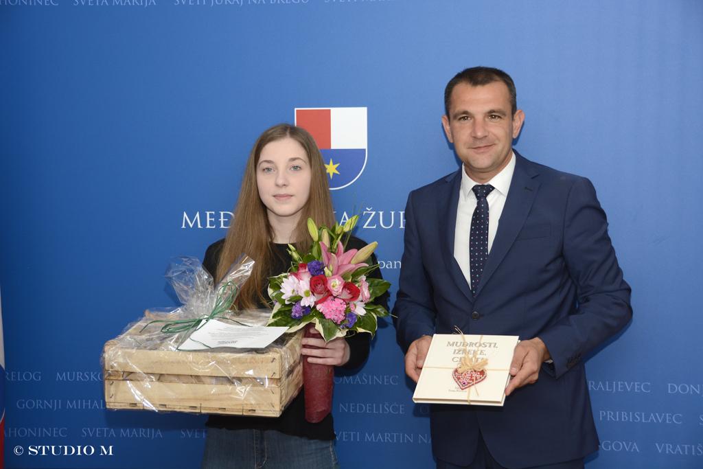 Ana Šafarić, učenica Graditeljske škole, pobjednica natječaja o rodnoj ravnopravnosti i župan Matija Posavec